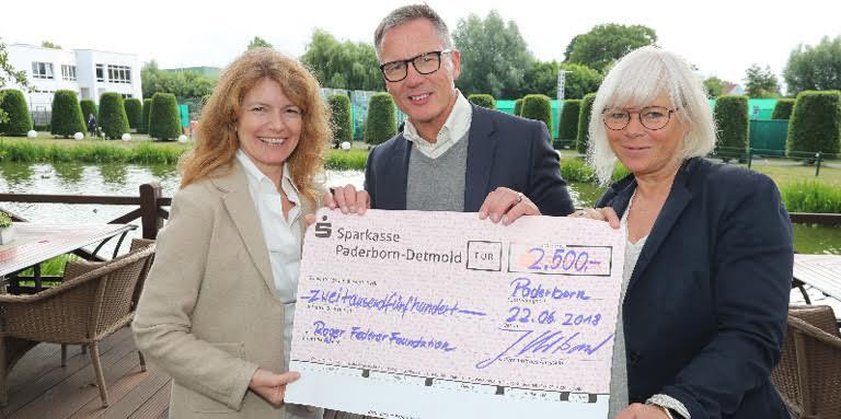 ADU SPENDET 2.500 EURO AN DIE ROGER FEDERER FOUNDATION
